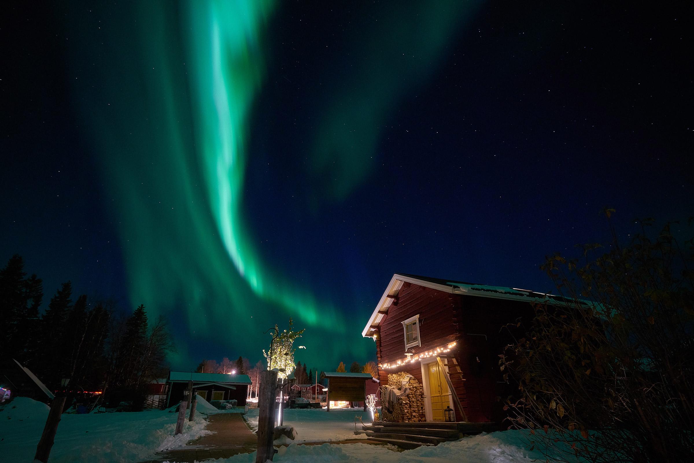 barn aurora borealis