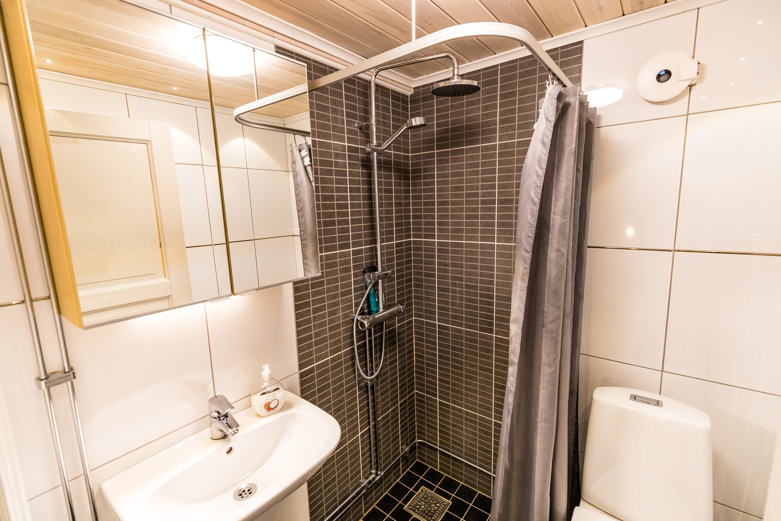 Lapland-Guesthouse-Kaamos-Bathroom
