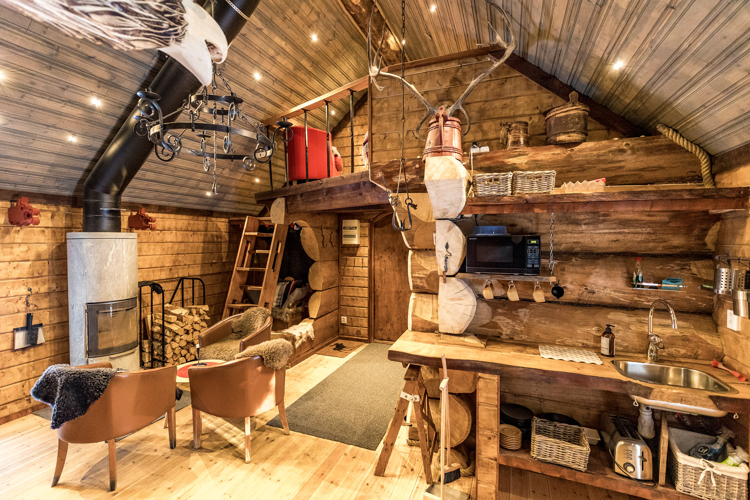 Lapland_Guesthouse-Viking-Cabin-Lapland-Guesthouse